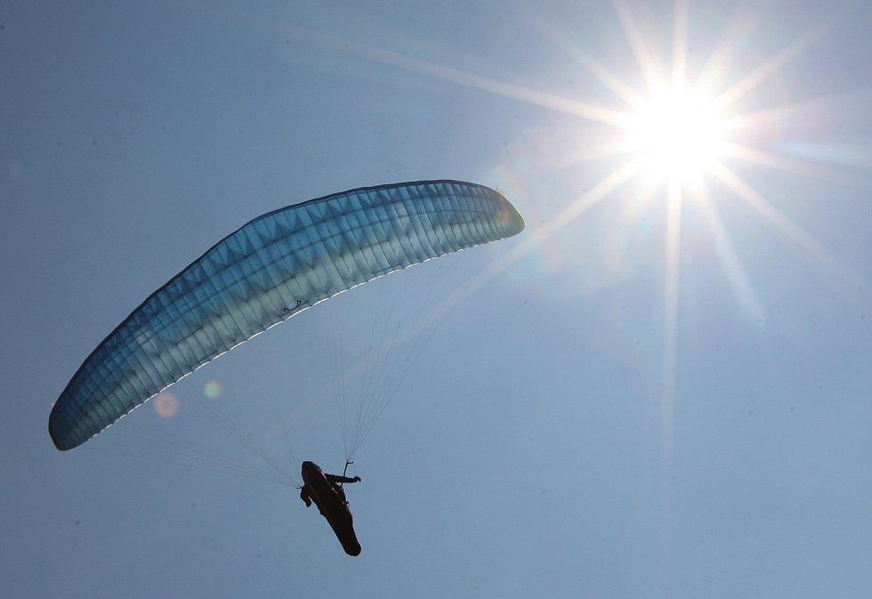 Paragliding je atraktivní a zároveň nejlevnější letecký sport