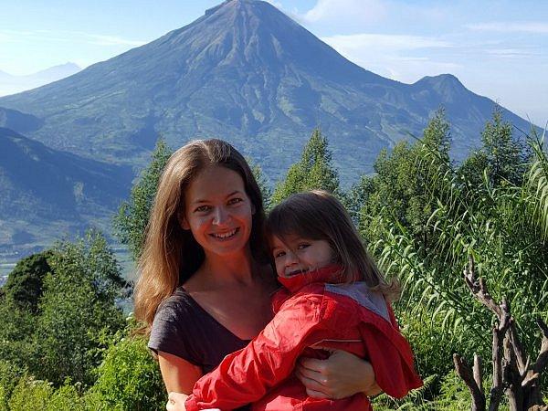 Ilona Bittnerová s dcerou v Indonésii