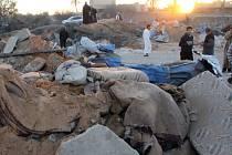 Podle libyjských zdrojů americká letadla minulý pátek bombardovala farmu ležící asi deset kilometrů od města Sabráta, která byla v rukou bojovníků Islámského státu.