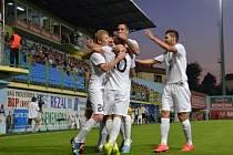 Fotbalisté Mladé Boleslavi slaví jeden ze čtyř gólů v síti Brijegu