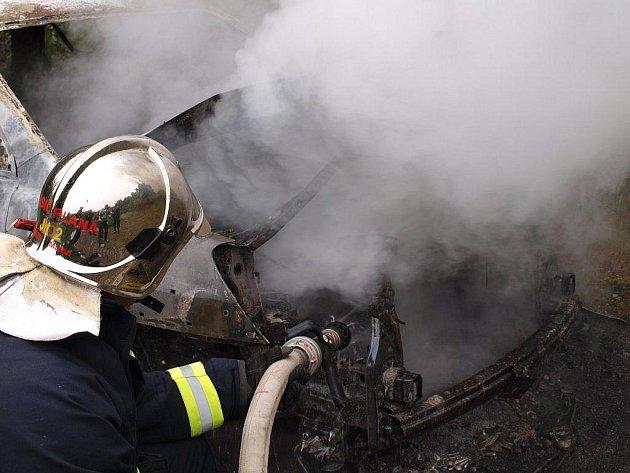 V pavlovickém lomu na Tachovsku shořel ve středu 1. června 2011 dopoledne terenní vůz Kia Sportage. Jak se do obtížně přístupného terénu automobil dostal, však nikdo neví. Policie však už ví, že vůz byl odcizen v Plané.