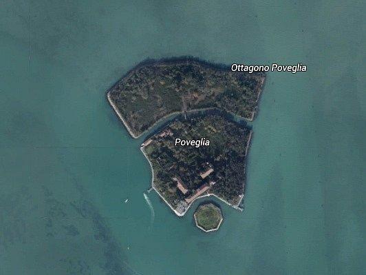 Ostrov Poveglia v Benátské zátoce.