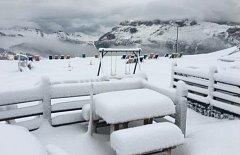 V rakouských horách napadl sníh