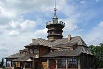 Dobrošov je znám také díky proslulé Jiráskově turistické chatě s šest metrů vysokou krytou rozhlednou, která byla po letech chátrání zrekonstruována a roku 2002 znovu otevřena.