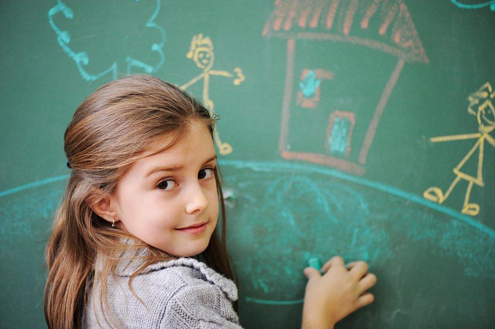 Prázdniny pomalu končí a děti se po pár měsících volna, ale i on-line vyučování vrátí do lavic.