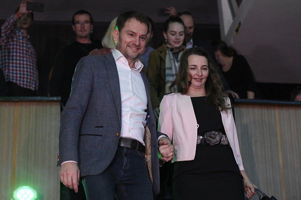 Předseda hnutí Obyčejní lidé a nezávislé osobnosti (OLaNO) Igor Matovič a jeho žena Pavlína přicházejí do volebního štábu v Trnavě.