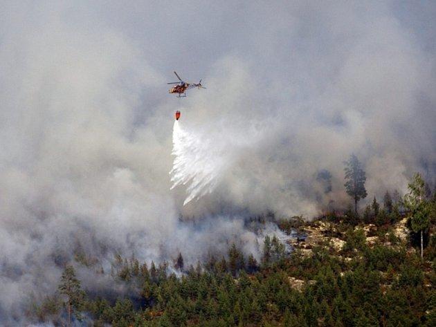První oběť si vyžádal mohutný lesní požár, který se šíří ve středním Švédsku. Údajně nejrozsáhlejší požár vegetace v moderních dějinách země si také vynutil evakuaci stovek lidí.