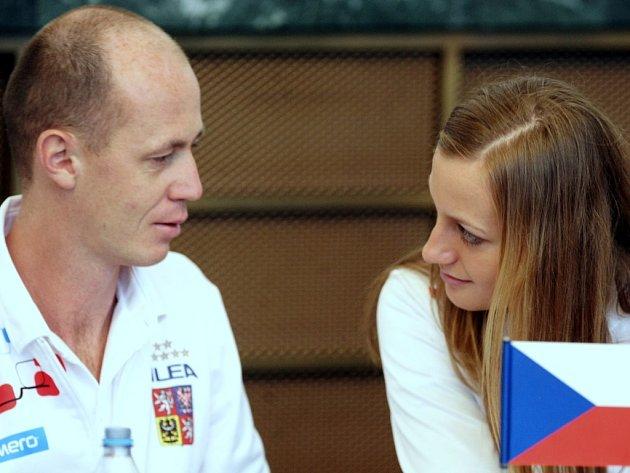 Kapitán Petr Pála a Petra Kvitová při losu prvního kola Fed Cupu proti Austrálii na Nové radnici v Ostravě.