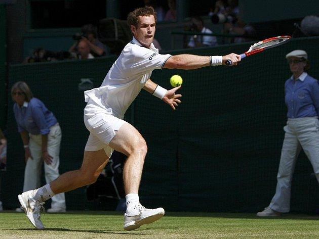 Skot Andy Murray plní sny britských fanoušků, už je v semifinále Wimbledonu.