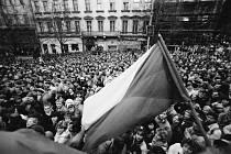 Sametová revoluce - Jak to vypuklo. Euforie a pocit sounáležitosti byly obrovské (Václavské náměstí, 20. listopadu)