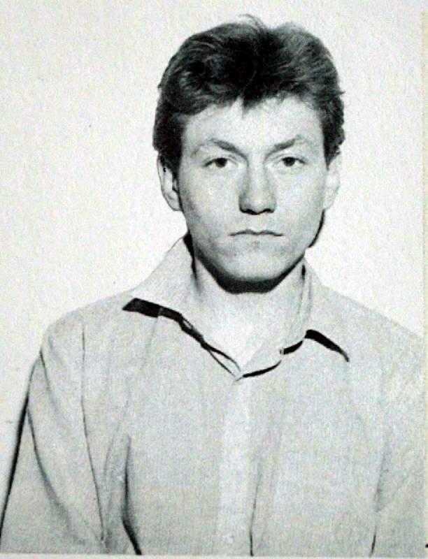 Francouzský zabiják Yvan Keller na policejním snímku. Než spáchal sebevraždu, doznal se k vraždě až 150 starých žen, ne všechny případy se však podařilo prokázat