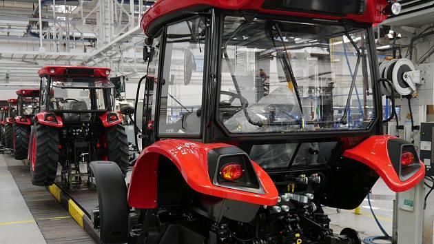 Výrobní linka, na které se vyrábí traktory Zetor Major.