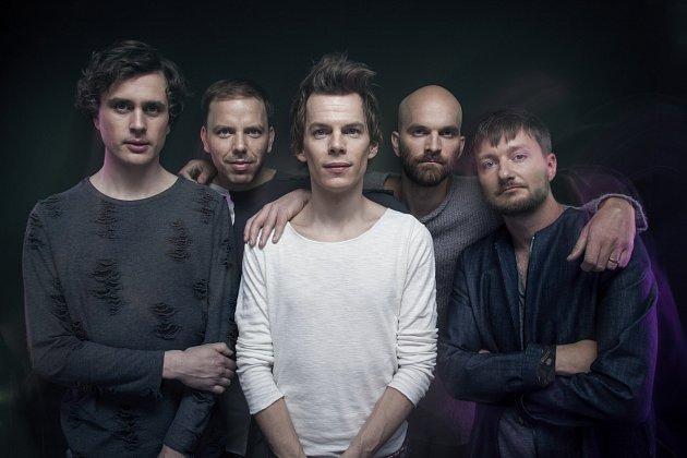 POHROMADĚ. Kladenské Zrní tvoří zleva Jan Fišer, Jan Juklík, Jan Unger, Ondřej Slavík a Jan Caithaml.