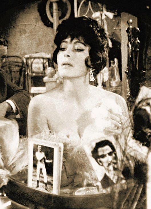 Květa Fialová ve slavné filmové parodii Limonádový Joe aneb Koňská opera z roku 1964 jako zpěvačka Tornado Lou
