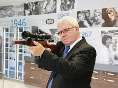 ZACÍLENO NA VRCHOL. Vítězslav Moťka je hrdý na to, že výrobky Meopty pomáhají k medailím nejen reprezentačním sportovcům.