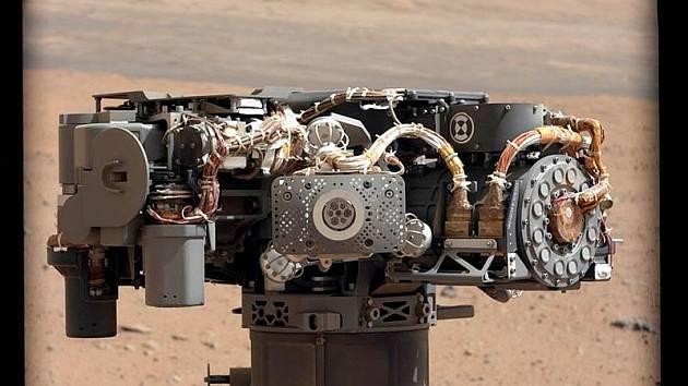 Jedna ze selfie, kterou vozítko Curiosity vyfotilo při své misi na Marsu.