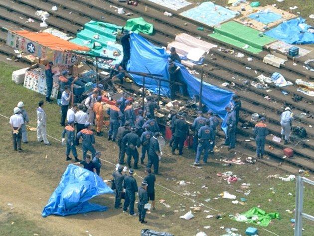 Výbuch místem otřásl krátce před zahájením ohňostroje a jeho síla vymrštila prodejní pult i další předměty do vzduchu.