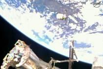 Americká nákladní loď Cygnus u Mezinárodní vesmírné stanice (ISS).