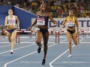 Závod na 400 m překážek na MS v Tegu vyhrála Lashinda Demusová (uprostřed), Zuzana Hejnová (vlevo) byla sedmá.