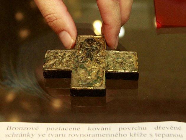 V Mikulčicích na Hodonínsku ve středu 6. července otevřeli unikátní jednodenní výstavu šperků z dob Velké Moravy.
