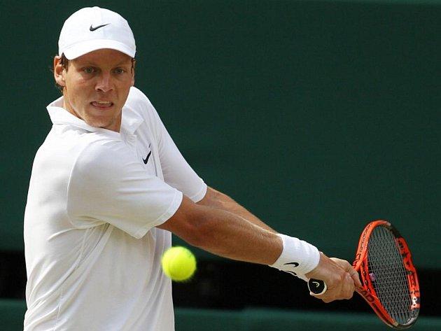 Tomáš Berdych nestačil ve finále Wimbledonu na Rafaela Nadala ve třech setech.