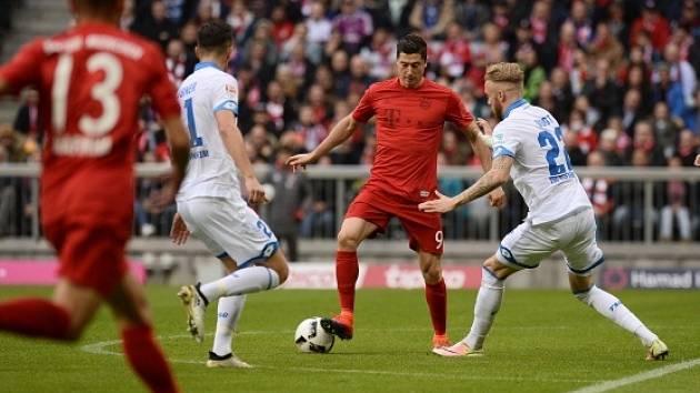 Bayern (v červeném) doma s Hoffenheimem jen remizoval 1:1.