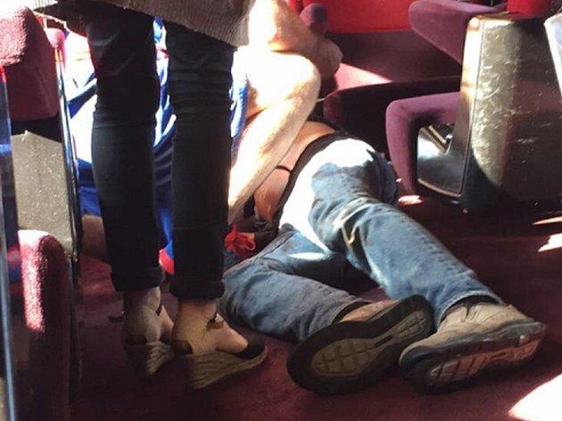 Útočník marockého původu, který v pátek v rychlovlaku z Amsterodamu do Paříže zranil dva lidi, byl v hledáčku nejen francouzské tajné služby, ale i jejich kolegů z Belgie a Španělska.