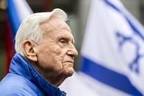 Daniel Shapira, který je označovaný za žijící legendu izraelských letců, se dnes po 67 letech vrátil do Hradce Králové, kde v roce 1948 společně s dalšími kolegy podstoupil pilotní výcvik.