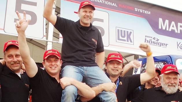 Bösiger první (nahoře), Vršecký třetí. Buggyra ovládla evropský šampionát tahačů.