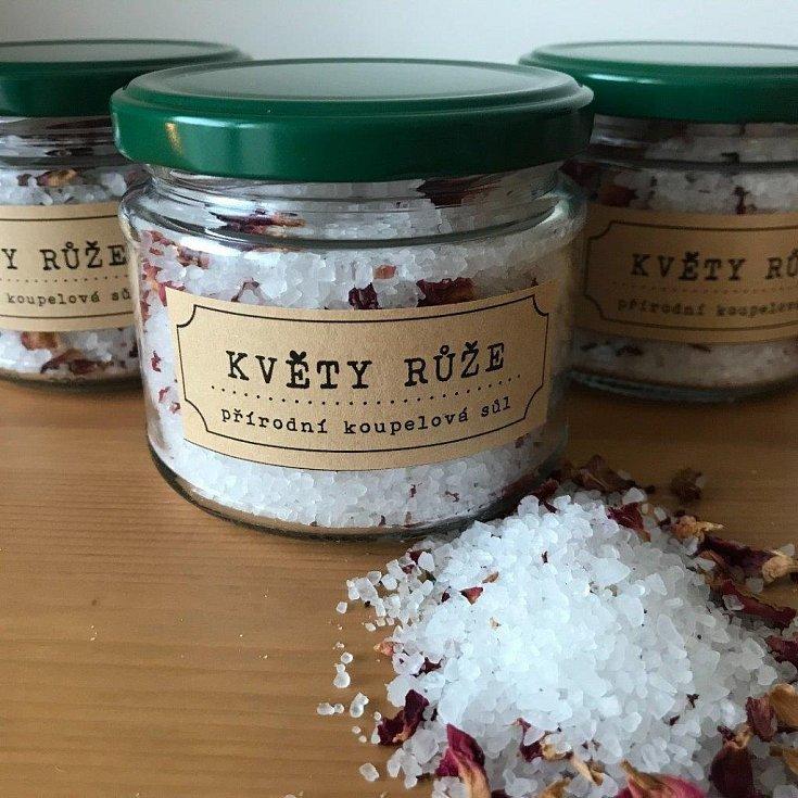 DO VODY. Nejen mýdla, ale také koupelové soli jsou k dostání v mýdlárně Nežárka.