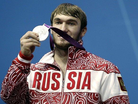 Apti Auchadov s olympijským stříbrem z Londýna, které bude muset vrátit