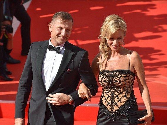 Majitel TV Barrandov Jaromír Soukup s herečkou Kateřinou Brožovou.