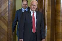 Palestinské vedení požádá Radu bezpečnosti OSN o stanovení termínu ukončení izraelské okupace Západního břehu Jordánu. V Káhiře to řekl vysoký člen vedení Organizace pro osvobození Palestiny (OOP) Saíb Irikát.