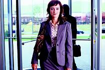 Pokud se žena na vedoucí pozici přece jen vyšvihne, ocitne se rázem pod drobnohledem kolegů.