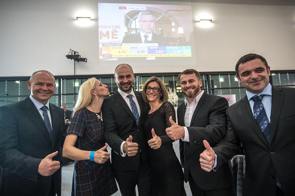 Sledování výsledků parlamentních voleb ve štábu ANO, 21. října v Praze. Kolovratník