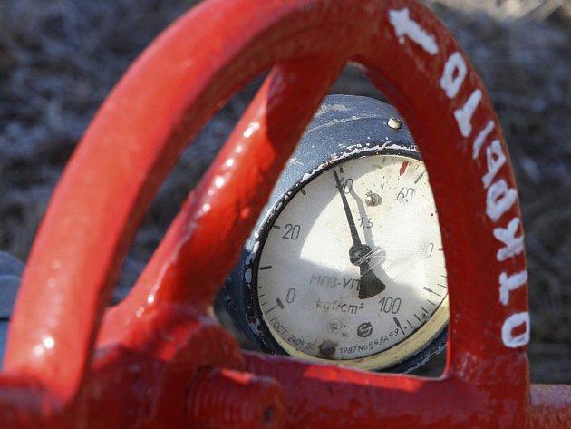Plynové kohouty na potrubí, které vede z Ruska na Ukrajinu, se zatím neuzavřou.