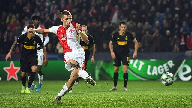 Tomáš Souček proměňuje penaltu a vyrovnává na 1:1 - Utkání 5. kola skupinové fáze Ligy mistrů, SK Slavia Praha vs. Inter Milán