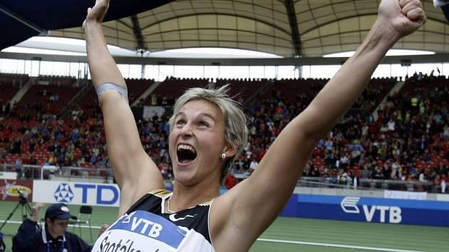 Barbora Špotáková překonala ve Stuttgartu světový rekord v hodu oštěpem.