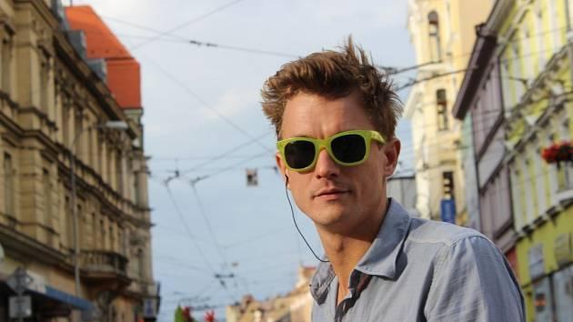 Nový soutěžní pořad ČT Můžeme dál? má dva moderátory. Druhým je Tomáš Měcháček.
