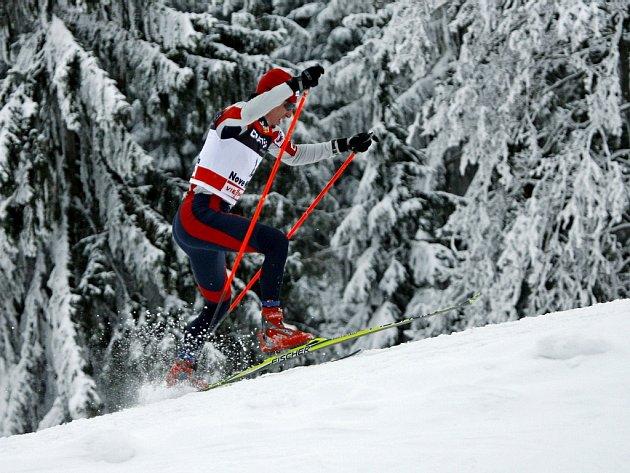 Lukáš Bauer na trati vítězné stíhačky  na 15 km v rámci Tour de Ski.
