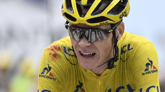 Chris Froome ve žlutém dresu lídra na Tour de France.