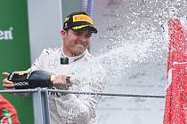 Nico Rosberg oslavuje triumf ve Velké ceně Itálie.