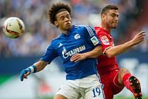 Leroy Sane ze Schalke (vlevo) a Jonas Hector z Kolínu nad Rýnem.
