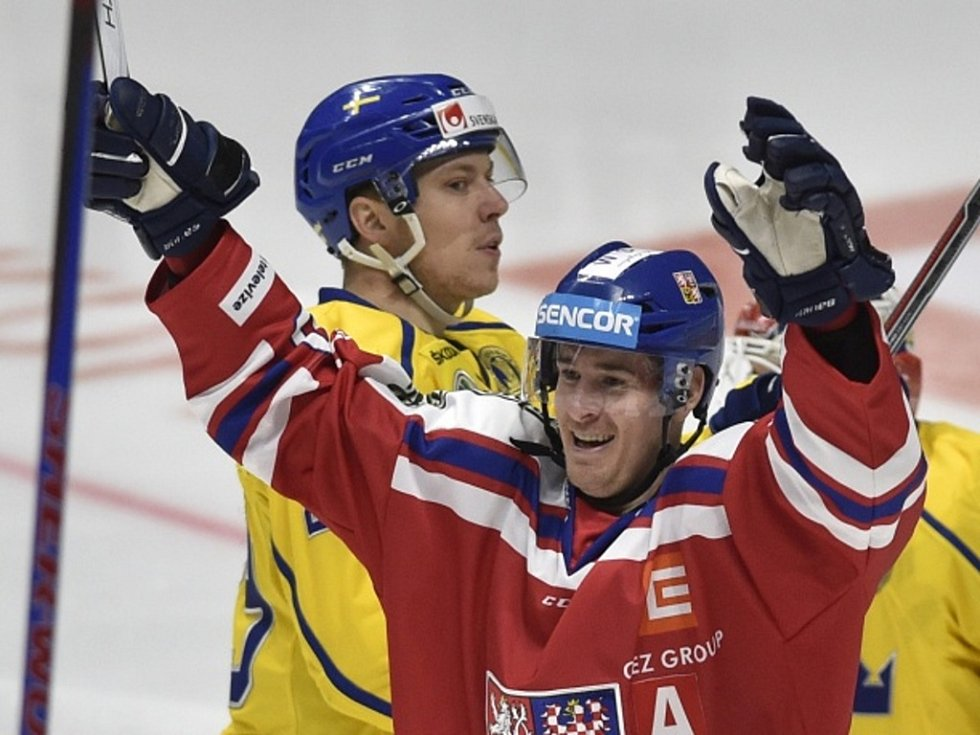 Roman Červenka se raduje z gólu proti Švédsku.