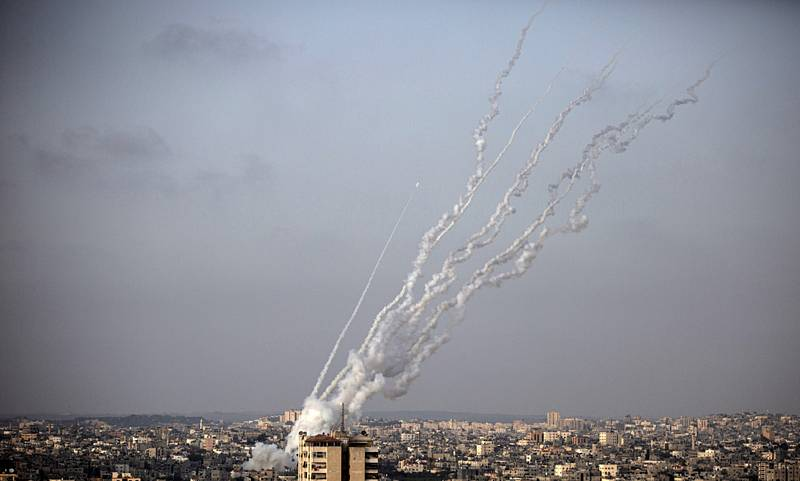 Rakety odpálené z pásma Gazy letí směrem na Izrael