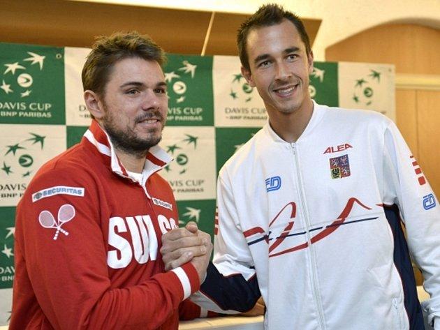 Lukáš Rosol (vpravo) a Stanislas Wawrinka při losu prvního kola Davis Cupu.
