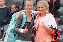 Tenistky Barbora Krejčíková (vlevo) a Kateřina Siniaková si zahrály semifinále Roland Garros.