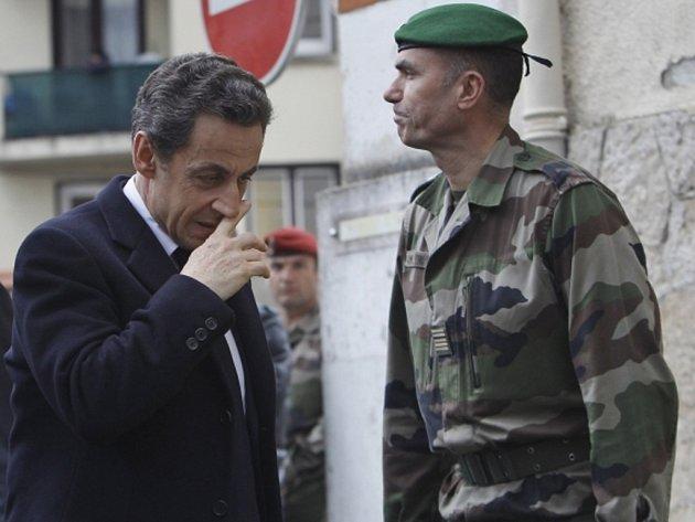 Francouzský prezident Nicolas Sarkozy při setkání s představiteli muslimské menšiny na jihu země tvrdil, že se podezřelý vrah sedmi lidí, obklíčený protiteroristickým komandem na v městě Toulouse, chystal dnes k novému útoku.