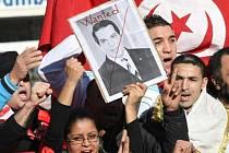 """Tunisko zadrželo více než tří desítky členů rodiny uprchlého prezidenta Zína Abidína bin Alího kvůli podezření ze """"zločinů proti Tunisku"""" a byly u nich nalezeny cennosti včetně zlata."""