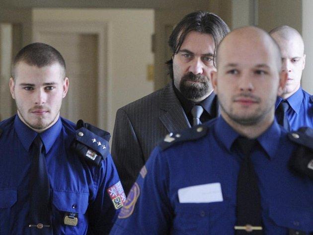 Za znásilnění a pohlavní zneužití jeho svěřenců uložil pražský městský soud bývalému trenérovi a funkcionáři florbalistů Marku Jarochovi sedmiletý trest vězení.